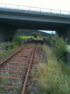 Gut erhaltene Strecke endlich reaktivieren, hier bei Dorfgütingen Strecke Dinkelsbühl-Dombühl
